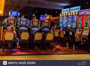 las-vegas-nevada-the-linq-casino-people-playing-slot-machines-F5H0YT